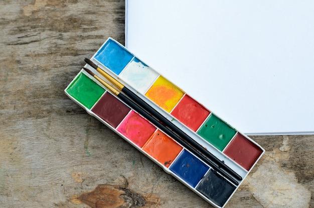 Caixa de tinta de cor de água para desenho e desenvolvimento criativo