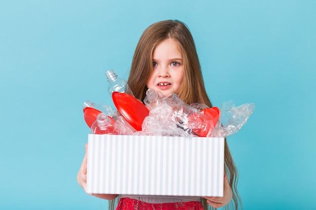 Caixa de transporte infantil surpresa com lixo de plástico