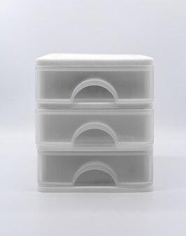 Caixa de três andares, isolada no fundo branco