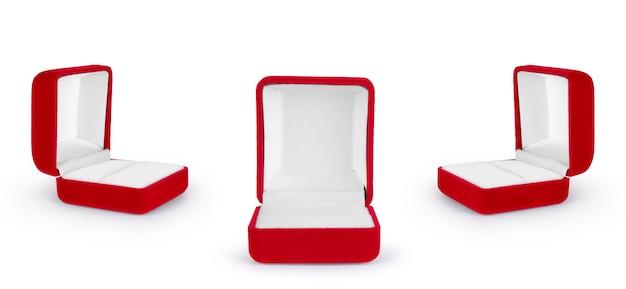Caixa de veludo vermelha para o anel isolado sobre o conjunto de fundo branco