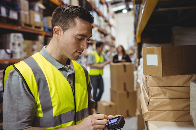 Caixa de verificação de trabalhador de armazém em armazém