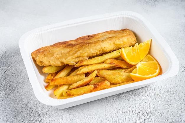 Caixa para viagem prato de peixe e batatas fritas com batatas fritas