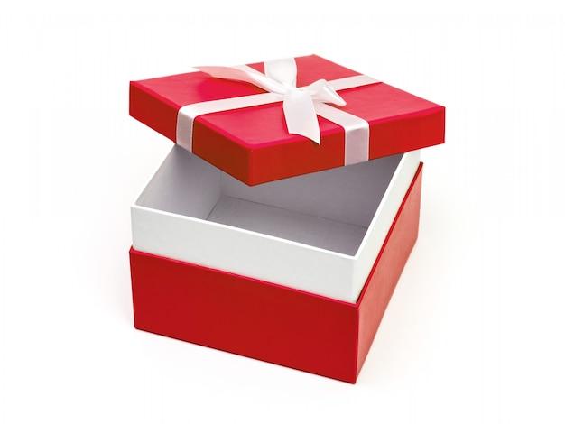 Caixa vermelha aberta com um presente e laço branco