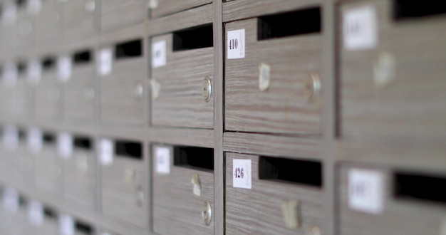 Caixas cinzentas com números ordinais de fechaduras