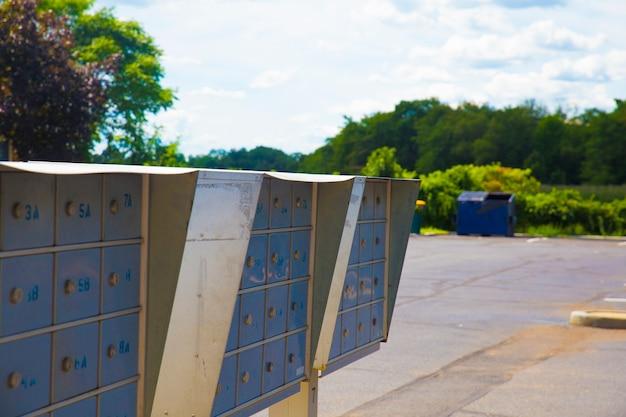 Caixas de correio metálicas. caixas de correio, caixa de correio, correio, metálico, trava de metal, correio seguro para entrega
