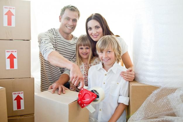 Caixas de embalagem familiares vivas