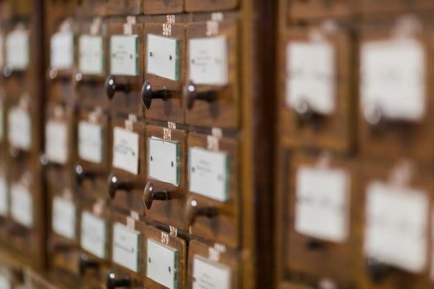 Caixas de índice de cartão na biblioteca