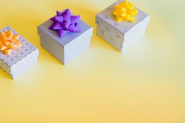 Caixas de presente coloridas