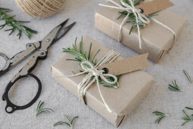 Caixas de presente de artesanato eco mock up