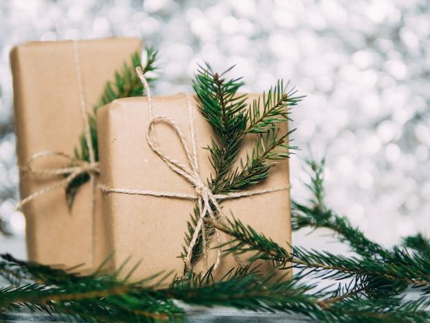 Caixas de presente de artesanato para fundo de bokeh de natal