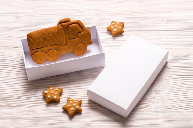 Caixas de presente de natal e caminhão de gengibre