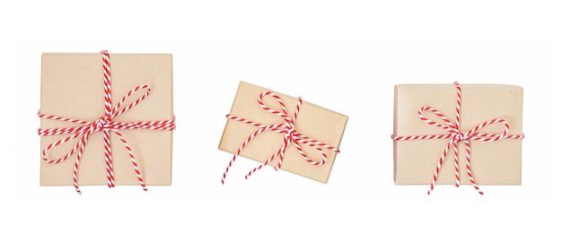 Caixas de presente de natal isoladas em branco