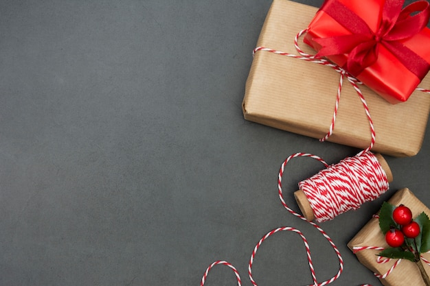 Caixas de presente. fundo de natal com espaço de cópia. férias de inverno. copie o espaço.