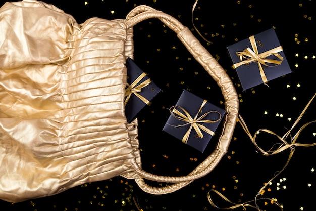 Caixas de presente pretas com fita de ouro pop