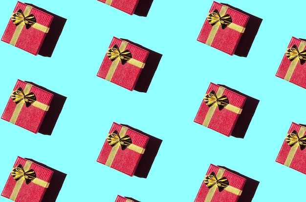Caixas de presente vermelhas em um fundo azul claro