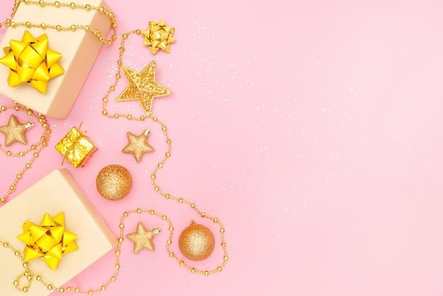 Caixas de presentes em fundo rosa para aniversário, natal ou cerimônia de casamento