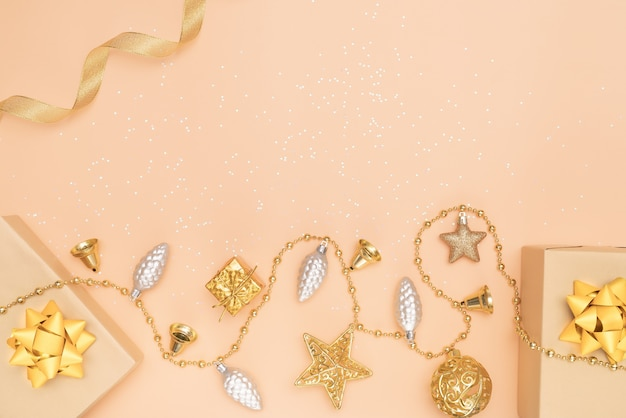 Caixas de presentes, estrela e bola para aniversário, natal ou cerimônia de casamento