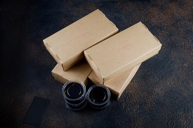 Caixas descartáveis de papel kraft para rolos de sushi, molho e pauzinhos