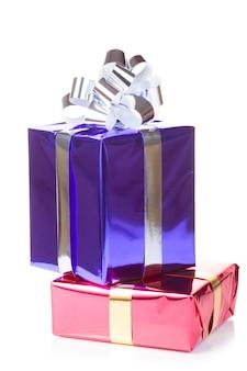 Caixas varicolored com presentes de natal