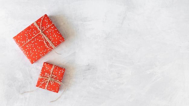 Caixinhas de presentes vermelhas