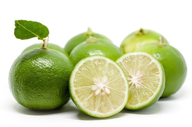 Cal verde em branco para ingredientes alimentares e conceito de cozinha