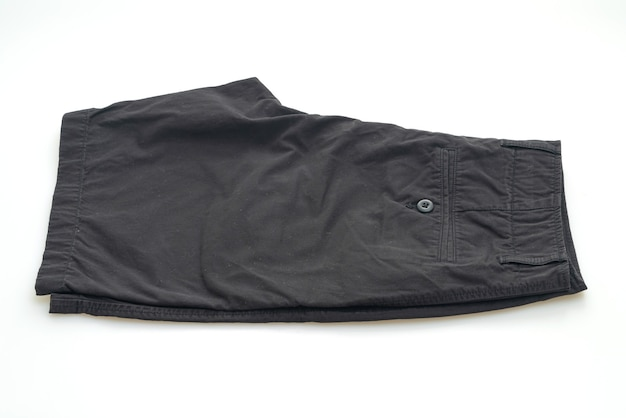 Calça curta preta dobra isolada no fundo branco