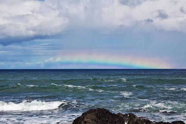 Calçada dos gigantes com arco-íris