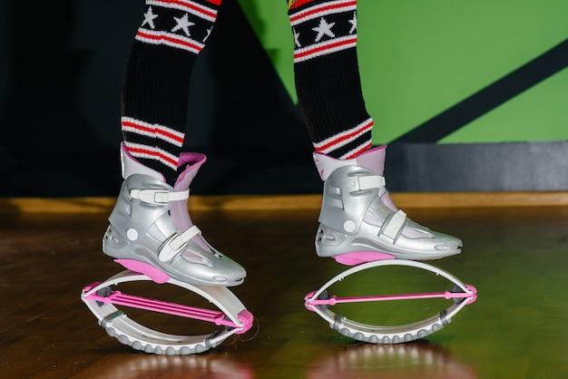 Calçado desportivo para close-up aulas de aeróbica. esportes, estilo de vida saudável.