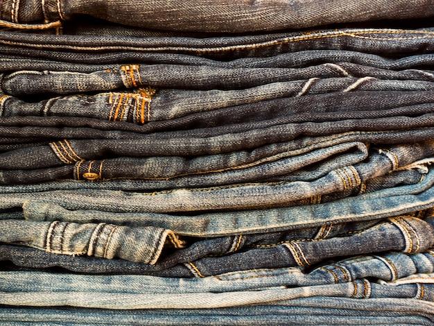 Calças de ganga da textura da sarja de nimes clássica. close-up, conceito de moda.