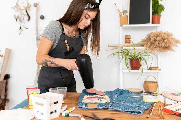 Calças de secagem de mulher de tiro médio