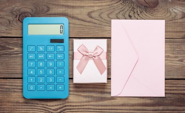 Calculadora com caixa de presente, envelope em madeira