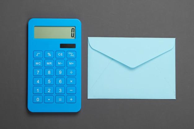 Calculadora com envelope cinza