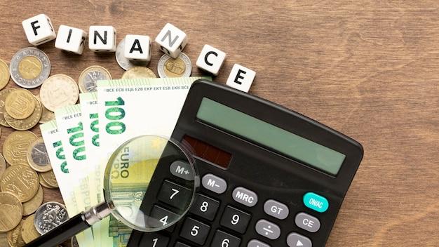 Calculadora de finanças e notas de banco