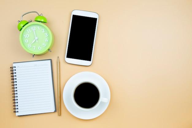 Calculadora de telefone celular notebook preto café copo branco verde relógio