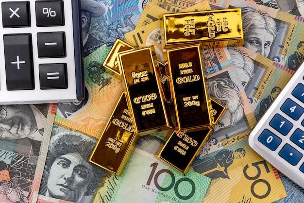 Calculadora e lingote em dólares australianos de perto