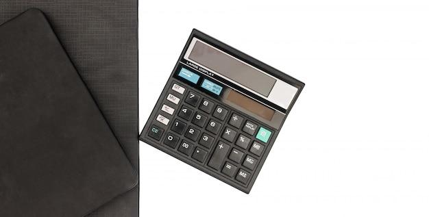Calculadora e originais da vista superior para trabalhar na tabela, na finança e nas economias, conceito do negócio.