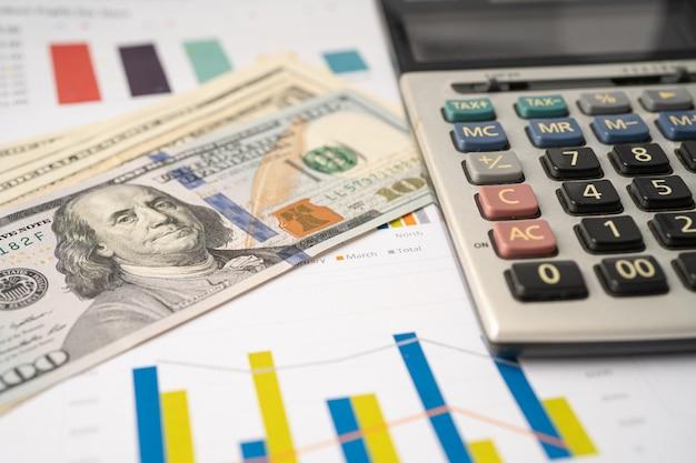 Calculadora em papel gráfico e gráfico. desenvolvimento financeiro, conta bancária, estatísticas, economia de dados de pesquisa analítica de investimento, negociação em bolsa de valores, conceito de empresa de negócios.