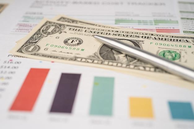Calculadora em papel gráfico e planilha gráfica. desenvolvimento financeiro, conta bancária, estatísticas, economia de dados de pesquisa analítica de investimento, negociação em bolsa de valores, conceito de empresa de negócios.