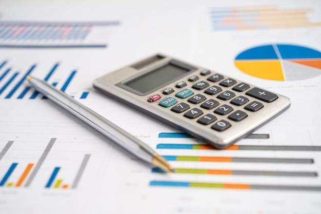 Calculadora em papel milimetrado desenvolvimento financeiro estatísticas de contas bancárias