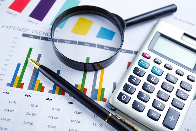 Calculadora no papel de planilha gráfico e gráfico. desenvolvimento financeiro, conta bancária, sta