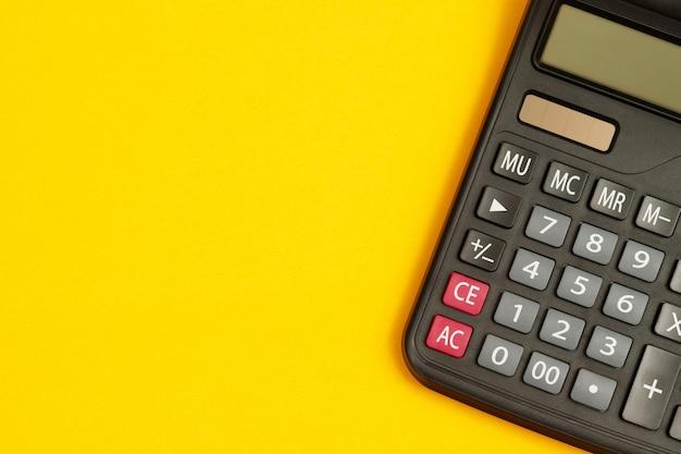 Calculadora para contador em fundo amarelo