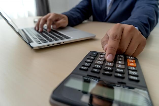 Calcular os números, finanças contabilidade gráfico financeiro com diagrama de rede social