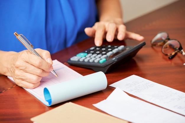Cálculo de contas e impostos