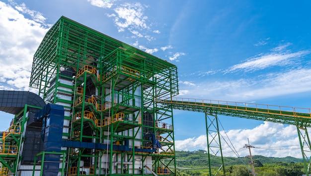 Caldeira de usina de biomassa em construção