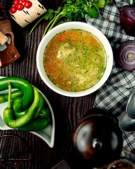 Caldo de galinha sopa de legumes com ervas