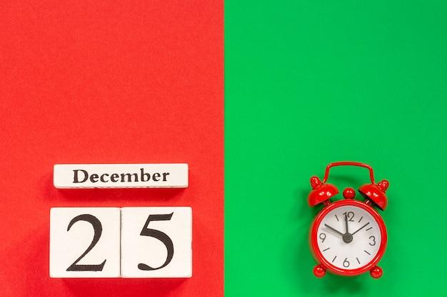 Calendário 25 de dezembro e despertador vermelho