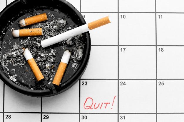 Calendário com data para parar de fumar cigarros