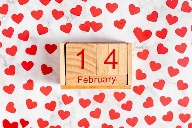 Calendário de madeira com 14 de fevereiro