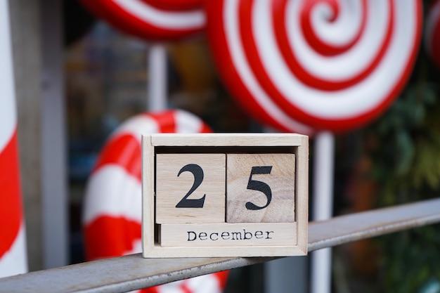Calendário de madeira com data de natal