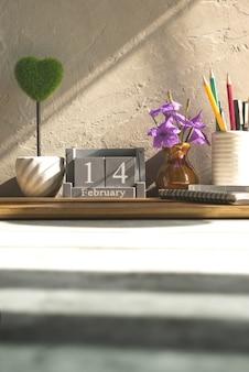 Calendário de madeira vintage para 14 de fevereiro